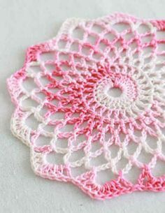 Shaded pinks doily: free easy level crochet pattern* ༺✿ƬⱤღ  http://www.pinterest.com/teretegui/✿༻