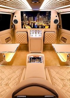 Luxury Lifestyle : This Mercedes Viano Is A Luxurious Lounge on Wheels - Flashmode Belgium Maserati, Bugatti, Lamborghini, Ferrari, Mercedes Benz, Mercedes Sprinter, Sprinter Van, Porsche, Audi