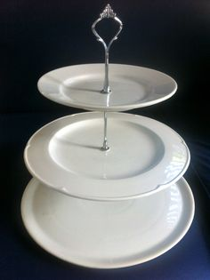 How-to DIY 3-tiered cake stand using different sizes of plates // Dansk vejledning til hjemmelavet kageopsats i 2-3 etager: http://www.dphtrading.com/dk/opsats.aspx