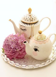 Miss Etoile tea pots, tea time at the intersection of cute and elegant Cuppa Tea, Teapots And Cups, Tea Art, My Cup Of Tea, Chocolate Pots, High Tea, Afternoon Tea, Kitsch, Tea Time