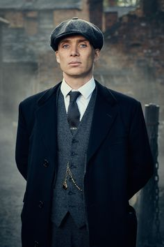 A Simple Guide on how to Dress like Tommy Shelby from Peaky Blinders - Hockerty Peaky Blinders Poster, Peaky Blinders Wallpaper, Peaky Blinders Thomas, Cillian Murphy Peaky Blinders, Peaky Blinders Tommy Shelby, Costume Peaky Blinders, Traje Peaky Blinders, Peaky Blinders Clothing, Peaky Blinders Dress
