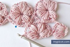 MyPicot is always looking for excellence and intends to be the most authentic, creative, and innovative advanced crochet laboratory in the world. Puff Stitch Crochet, Crochet Puff Flower, Crochet Daisy, Crochet Flower Patterns, Crochet Baby Hats, Crochet Designs, Crochet Flowers, Free Crochet, Crochet Curtain Pattern
