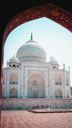 Mughal Architecture, Beautiful Architecture, Tourist Places, Places To Travel, Le Taj Mahal, History Of India, India Tour, Seven Wonders, Construction