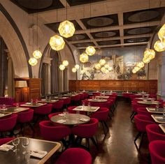 Die schönste und modernste Restaurants weltweit.Clicken Sie um mehr Restaurants Design zu entdecken.#innenarchitektur #hausdeko #schönerestaurants #bestrestaurants #restaurantwithaview #restaurantsweltweit #einrichtungsideen #wohnideen #restaurantsdesign #restaurantsideen #luxusrestaurants #luxus #teuerrestaurants | http://wohn-designtrend.de/die-besten-luxus-hotels-wien/
