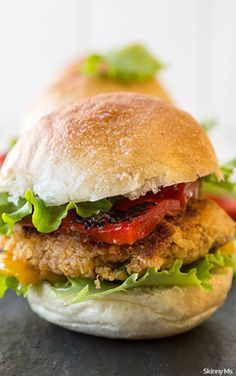 Vegetarian quinoa sliders that are perfect for this summer's backyard parties. #cleaneating #superfoods