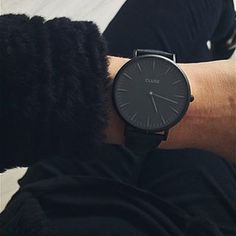 Black watch for women Accessoires Divers, Jewelry Accessories, Fashion Accessories, Jewelry Shop, Fashion Jewelry, Mode Blog, Cool Watches, All Black Watches, Trendy Watches