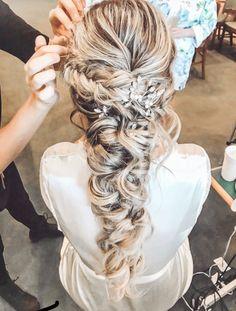 Read information on elegant bridal hairstyles Wedding Hairstyles For Long Hair, Fancy Hairstyles, Bride Hairstyles, Braided Bridal Hairstyles, Bridesmaid Hair, Prom Hair, Wedding Hair And Makeup, Hair Makeup, Bridal Braids