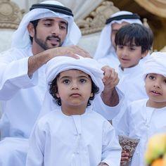 Príncipe de Dubai junto a los niños...