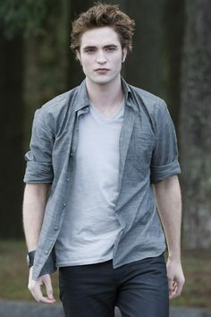 Picture of Robert Pattinson in The Twilight Saga: New Moon - Twilight Saga New Moon, Twilight Edward, Edward Bella, Twilight Series, Twilight Movie, Twilight Jokes, Robert Pattinson Twilight, Robert Pattinson And Kristen, Edward Cullen Robert Pattinson