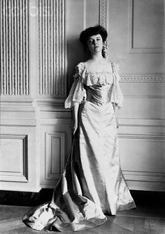 """Alice Roosevelt in East Room wearing the silk gown that was probably """"Alice Blue"""" a pale almost icy azure blue. Some hand-tinted photos show it gold and some blue. Alice Roosevelt, Roosevelt Family, Edith Roosevelt, Theodore Roosevelt, Edwardian Fashion, Vintage Fashion, Edwardian Era, Alice Blue, Princess Alice"""