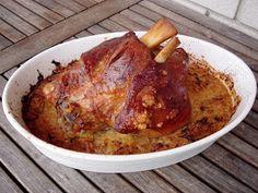 Nem vagyok mesterszakács: Ropogós bajor csülök káposztával – komótosan, cserépben Bakery Recipes, Meat Recipes, Cooking Recipes, Healthy Recipes, Pork Hock, Good Food, Yummy Food, Hungarian Recipes, Pork Dishes