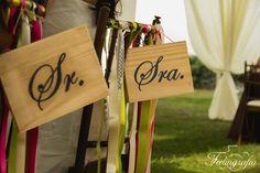 Letreros de Sr. y Sra. #photography #weddings #bride