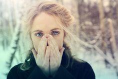 QUARTA SONORA :: AGNES OBEL  Olhos azuis, imensos. Pedras de céu de Copenhague. Desde muito cedo a cantora e compositora Agnes Obel aprendeu a tocar piano. Sua mãe costumava tocar Bartók e Chopin e a jovem Obel cresceu tendo c...