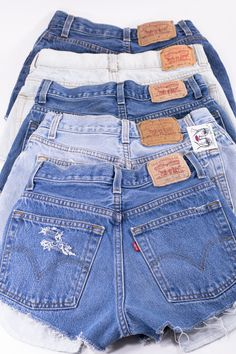 These are custom-fit Vintage Levi's brand shorts. These babes have been hand-cut, distressed and frayed to perfection. These have a high waist and medium-high cut. * Message us for sizing help * Denim Cutoff Shorts, Jeans Levis 501, Cut Jean Shorts, Jeans Levi's, Cut Jeans, Nike Shorts, Mode Outfits, Fashion Outfits, Fashion Fashion