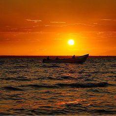 El sol marabino al atardecer. El Lago, Venezuela