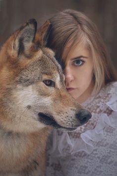 Les magnifiques portraits de femmes qui posent avec des animaux signés Katerina Plotnikova   Buzzly