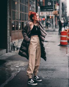 The Most Stylish Ways To Wear Puffer Jacket Outfit This Winter Grunge Outfits, Style Outfits, Edgy Outfits, Mode Outfits, Rainy Day Outfit For Fall, Rainy Outfit, Look Fashion, 90s Fashion, Korean Fashion