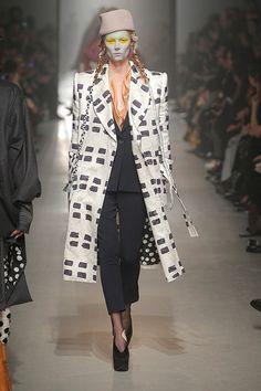 [No.63/104] Vivienne Westwood Gold Label 2013~14秋冬コレクション | Fashionsnap.com