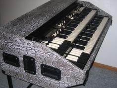 Snake Skin Northern Chop Hammond Organ Portable by BB Organ Leslie Speaker, Piano, Hammond Organ, Music Images, Music Stuff, Musical Instruments, Snake Skin, Keyboard, Keys