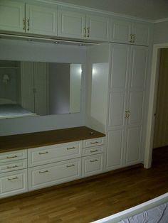HTH komplett garderobe med innebygd seng til salgs - FINN Torget