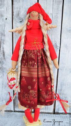 Купить или заказать Рози-Зимний ангел, кукла с стиле Тильда в интернет магазине на Ярмарке Мастеров. С доставкой по России и СНГ. Материалы: хлопок американский, флис, кружево…. Размер: около 45 см