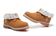 timberland roll top wheat for women with white ledge All Black Timberland Boots, Timberland Waterproof Boots, Timberland Boots Outfit, Timberlands Women, White Timberlands, Timberland Classic, Timberland Heels, Timberland Style, Timberland Earthkeepers Boots