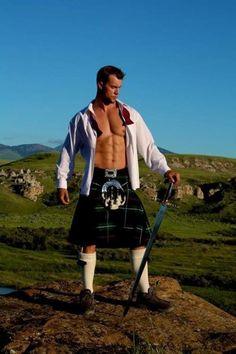 Man in a kilt with his long sword Gorgeous Men, Beautiful People, Scotland Men, Le Clan, Scottish Man, Men In Kilts, Komplette Outfits, Raining Men, Good Looking Men