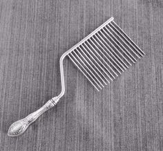 VINTAGE STERLING SILVER HANDLE CAKE BREAKER COMB - 10.5 inches #Unknown