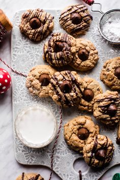 chocolate peanut butter crinkle cookies - a christmas classic! Crinkle Cookies, Spice Cookies, Yummy Cookies, Mini Chocolate Chips, Chocolate Peanuts, Chocolate Peanut Butter, Chocolate Kisses, Chocolate Desserts, Chip Cookie Recipe