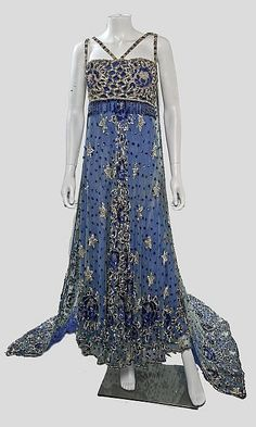 Sequined and Beaded Tulle Theatre Costume with Detachable Train, ca. Atelier Souplets via Invaluable Edwardian Dress, Edwardian Fashion, Vintage Fashion, Edwardian Era, Victorian, Vintage Gowns, Mode Vintage, Vintage Outfits, Antique Clothing
