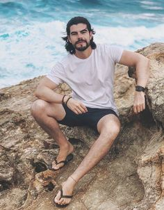 Mode Masculine, Hairy Legs Guys, Bare Men, Mens Hairstyles With Beard, Barefoot Men, Mens Flip Flops, Floral Print Shirt, Man Bun, Male Feet