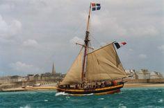 Le Renard - bateau du corsaire Surcouf -devant Saint-Malo