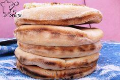 Aripioare de pui in sos dulce picant Hot Dog Buns, Hot Dogs, Romanian Food, Tzatziki, Hamburger, Recipies, Bread, Breakfast, Recipes