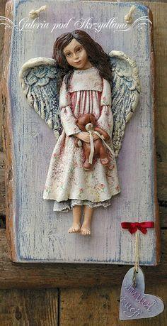 Hmmm... bardzo długo zwlekałam z pokazaniem tego Anioła, wciąż mam zaległości ...  Anioł Łucji powstał jeszcze w maju, jako pamiątka I Komun...