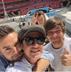 niall takes the best selfies❤️…follow me plz