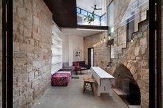 Преобразование каменного дома (Stone House Conversion) в Израиле от Henkin Shavit Architecture & Design.