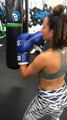 Boxing fitness workout - Healty fitness home cleaning Shadow Boxing Workout, Women Boxing Workout, Boxing Workout With Bag, Boxing Workout Routine, Boxing Training Workout, Punching Bag Workout, Heavy Bag Workout, Mma Workout, Kickboxing Workout