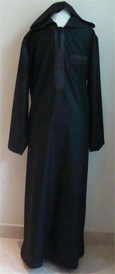 A thobe/thawb is a part of men's basic dress in the arabian peninsula. It is ankle length and usually long sleeves similar to a robe Arab Men Fashion, King Fashion, Muslim Fashion, Hijab Fashion, Men's Fashion, Fashion Ideas, Kurta Men, Muslim Men, Groom Attire