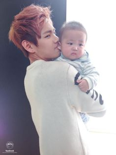 Taehyung is father material.
