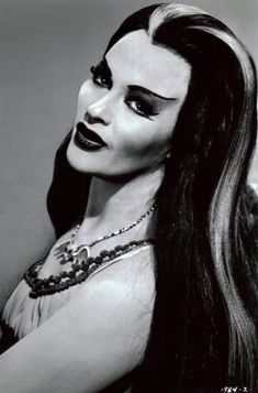 The Munsters Yvonne De Carlo as Lily Munster. Maybe 1 shelf of the built ins as a tribute to The Munsters? Yvonne De Carlo, The Munsters, Munsters House, Beltane, Style Indie, Films Cinema, Classic Monsters, Maquillage Halloween, Goth Girls