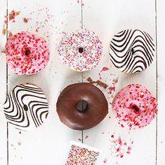 DIY Donuts mit einem leckeren Rezept – kuntebrunt und unglaublich lecker! Mit Schokolade von HUSSEL