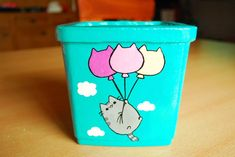 macetas  pintadas a mano de cemento pusheen Painted Plant Pots, Painted Flower Pots, Vase Crafts, Clay Pot Crafts, Diy Painting, Gond Painting, Plant Painting, Rock Garden Design, Diy Canvas Art