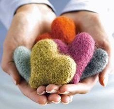 felted hearts :: free pattern from knitting daily Knitting Daily, Knitting For Charity, Knitting Patterns Free, Free Knitting, Free Pattern, Knitting Projects, Sewing Projects, Diy Laine, Do It Yourself Inspiration