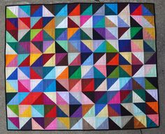 Triangle Quilts, geometric patterns, hand made. Geometric Patterns, Quilt Patterns, Geometric Designs, Geometric Shapes, Triangle Quilt Pattern, Half Square Triangle Quilts, Quilt Baby, Two Color Quilts, Quilt Modernen