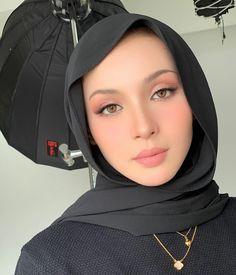 Islamic Fashion, Muslim Fashion, Hijab Fashion, Fashion Beauty, Fashion Outfits, Womens Fashion, Arab Style, Hijab Ideas, Hijabi Girl