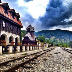 """Unusual narrow gauge railway called """"Šargan Eight"""" is a unique tourist attraction of Serbia.   Необична пруга уског колосека Шарганска осмица посебна је туристичка знаменитост Србије.   Photo: @jelenavemic"""
