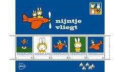 PostNL brengt dit jaar een hommage aan Dick Bruna, de tekenaar van nijntje, met een bijzondere serie Persoonlijke Postzegels. Dit velletje is gewijd aan het Nijntje boek 'Nijntje vliegt'.