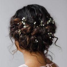 Wedding Hairstyles Medium Hair Twisted Curly Updo For Medium Hair - Prom Hair Updo, Curly Wedding Hair, Wedding Hair And Makeup, Wedding Hairstyles For Curly Hair, Bridesmaid Hair Curly, Layered Hairstyle, Natural Hair Wedding, Hair Makeup, Bridesmaids