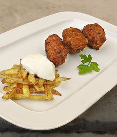 κυπριακοί κεφτέδες Group Meals, Greek Recipes, Bon Appetit, Waffles, Recipies, Good Food, Cooking Recipes, Beef, Dishes