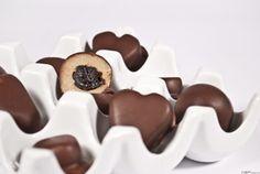Aszalt szilvával töltött marcipán bonbon ~ MEGCSINÁLNI!!!! Good Food, Sugar, Cookies, Candy, Crack Crackers, Biscuits, Cookie Recipes, Healthy Food, Cookie